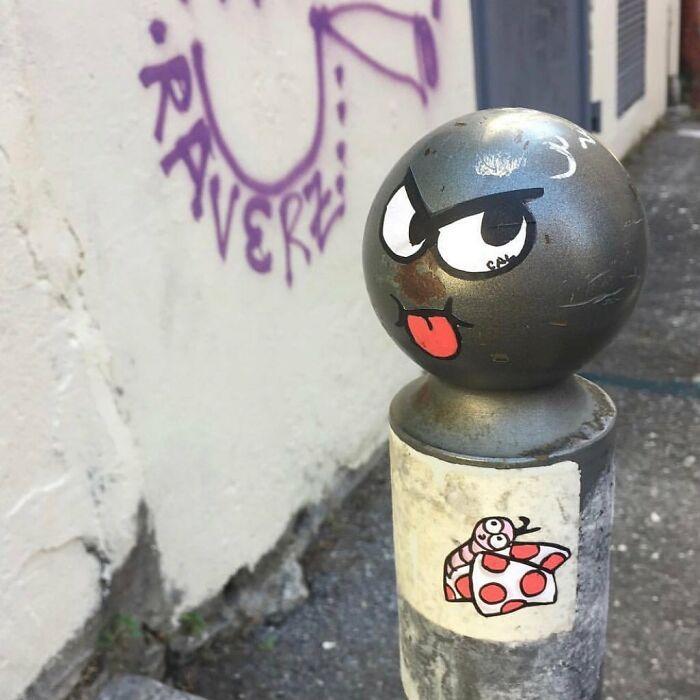 Artista francês espalha humor em espaços urbanos por meio de sua arte 38