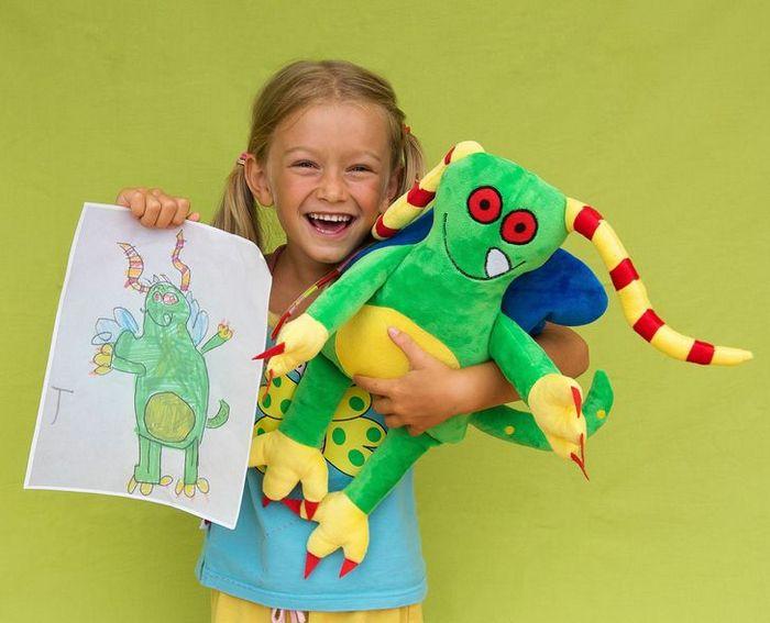 16 brinquedos criando a partir de desenhos feitos por crianças 6