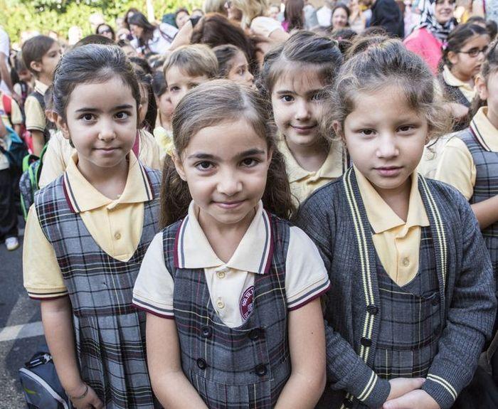Como são os uniformes escolares em alguns países 3