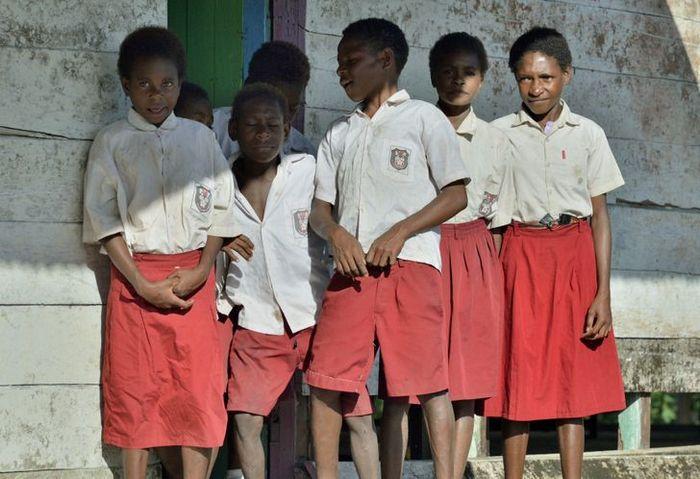 Como são os uniformes escolares em alguns países 6