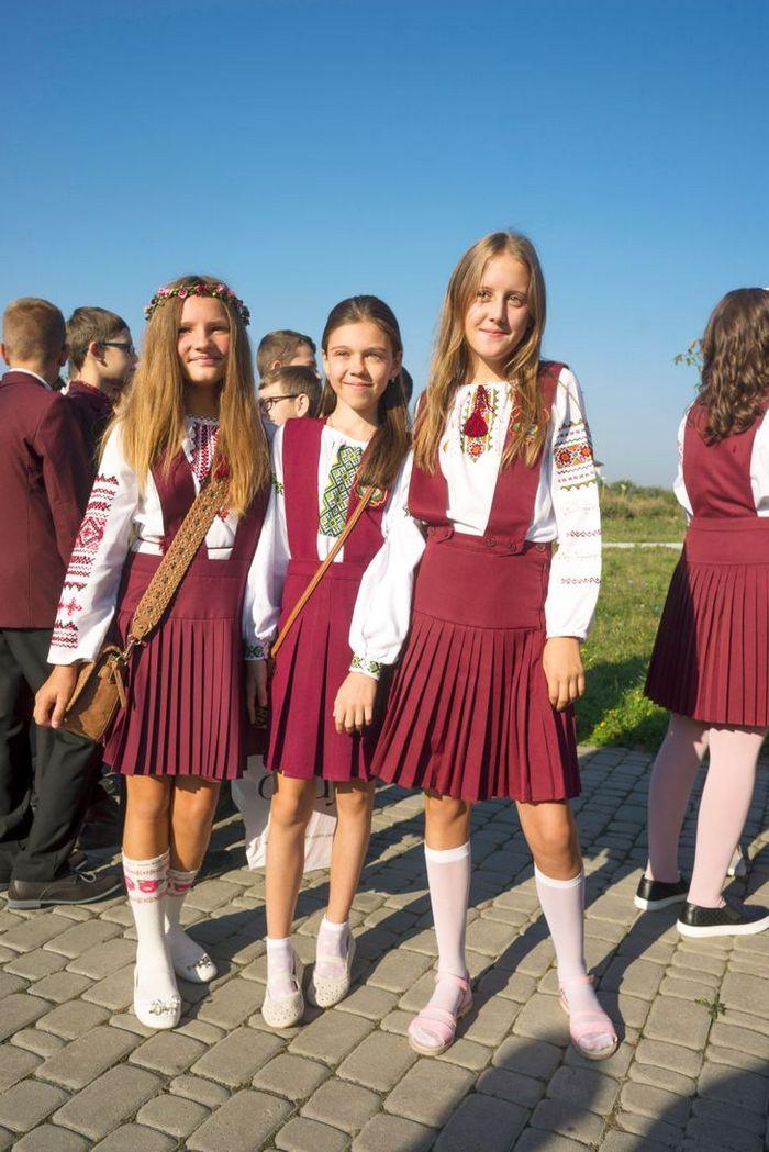 Como são os uniformes escolares em alguns países 7