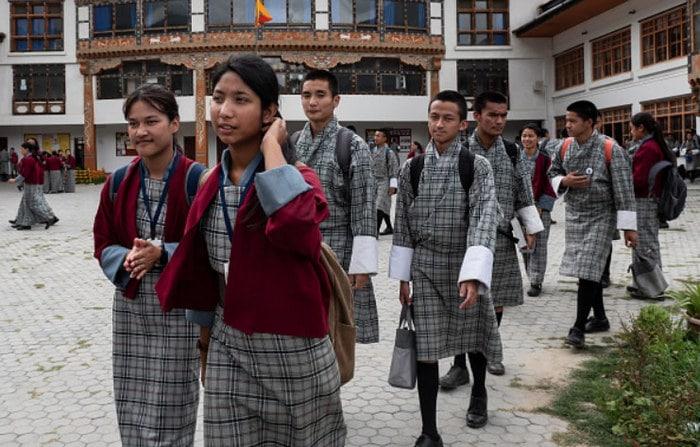 Como são os uniformes escolares em alguns países 9