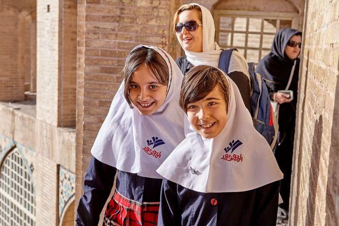 Como são os uniformes escolares em alguns países 10