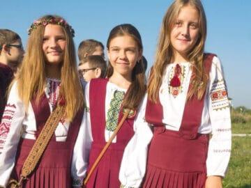 Como são os uniformes escolares em alguns países 25