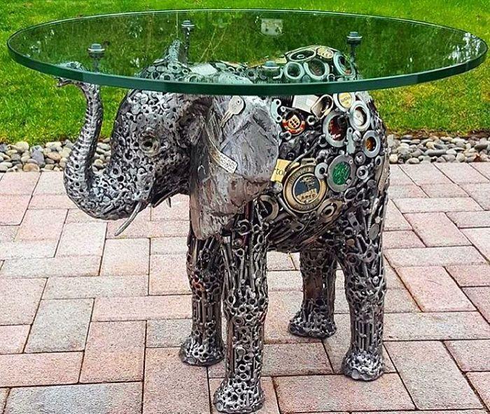 Artista americano traz materiais reciclados de volta à vida, aqui estão 42 de suas esculturas incríveis 10