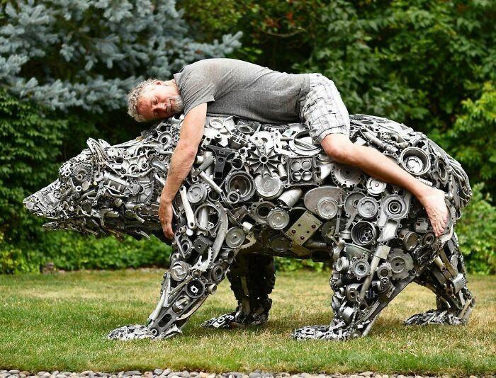 Artista americano traz materiais reciclados de volta à vida, aqui estão 42 de suas esculturas incríveis 21