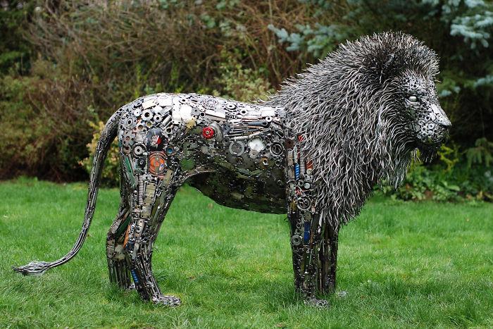 Artista americano traz materiais reciclados de volta à vida, aqui estão 42 de suas esculturas incríveis 39