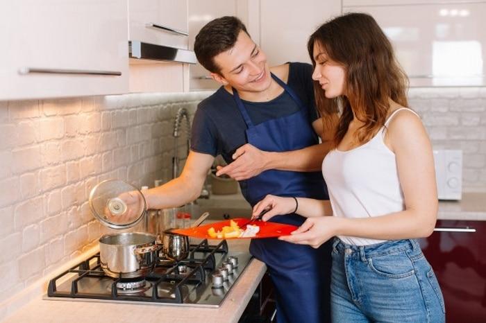 18 coisas que todos casal que não sabe cozinha vai se identificar 2
