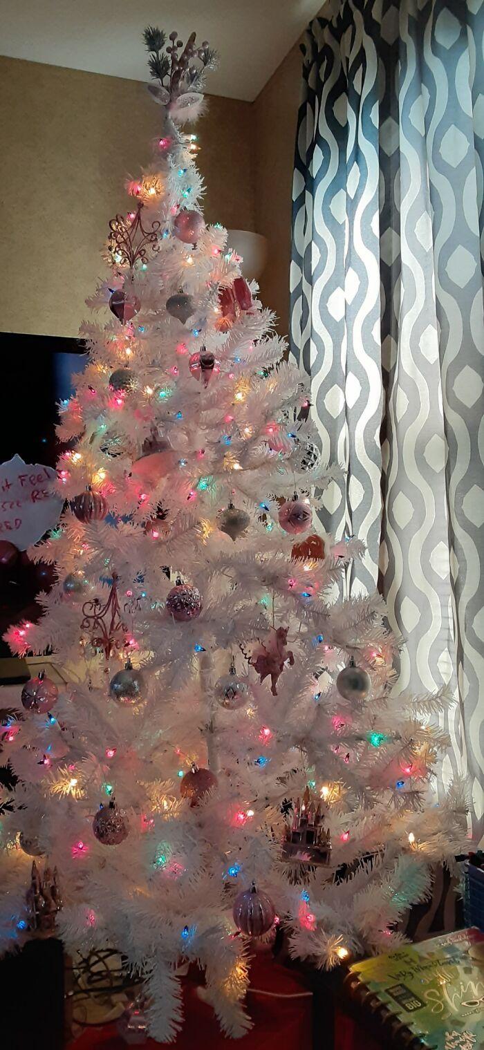 Ei, leitores, compartilhem sua árvore de Natal conosco 16