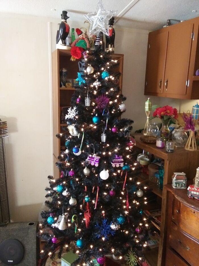 Ei, leitores, compartilhem sua árvore de Natal conosco 18