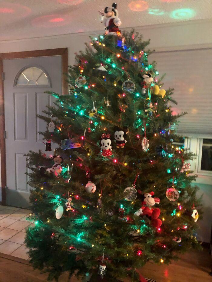 Ei, leitores, compartilhem sua árvore de Natal conosco 32