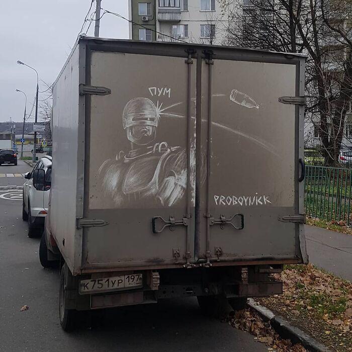 Donos de caminhões sujos encontram desenhos incríveis em seus veículos deixados por este artista 2