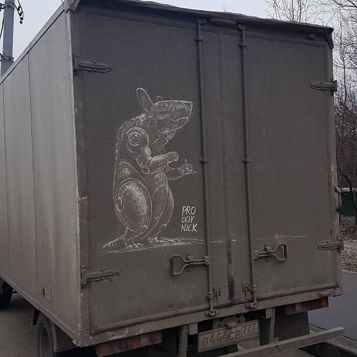 Donos de caminhões sujos encontram desenhos incríveis em seus veículos deixados por este artista 11