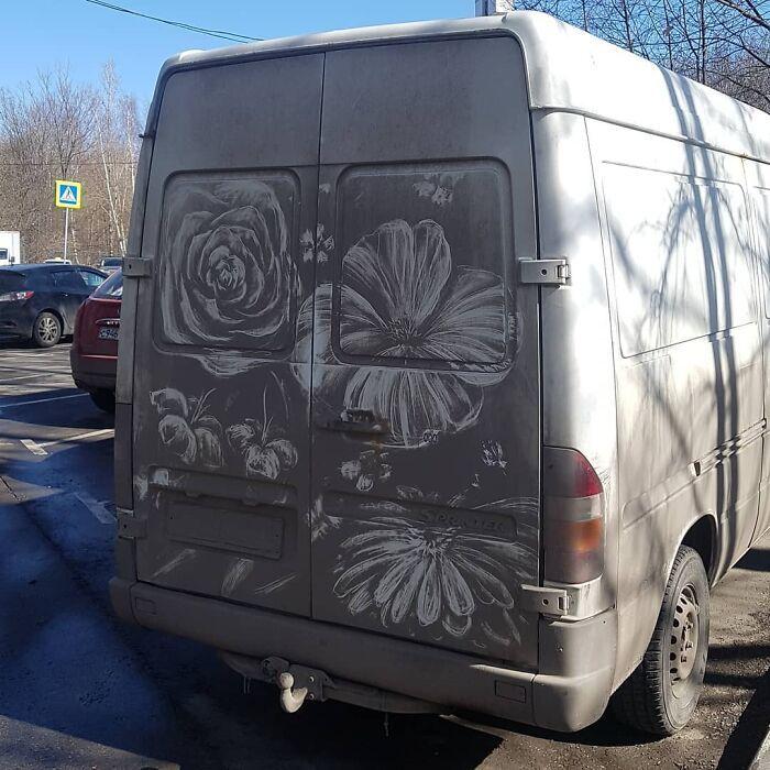 Donos de caminhões sujos encontram desenhos incríveis em seus veículos deixados por este artista 16