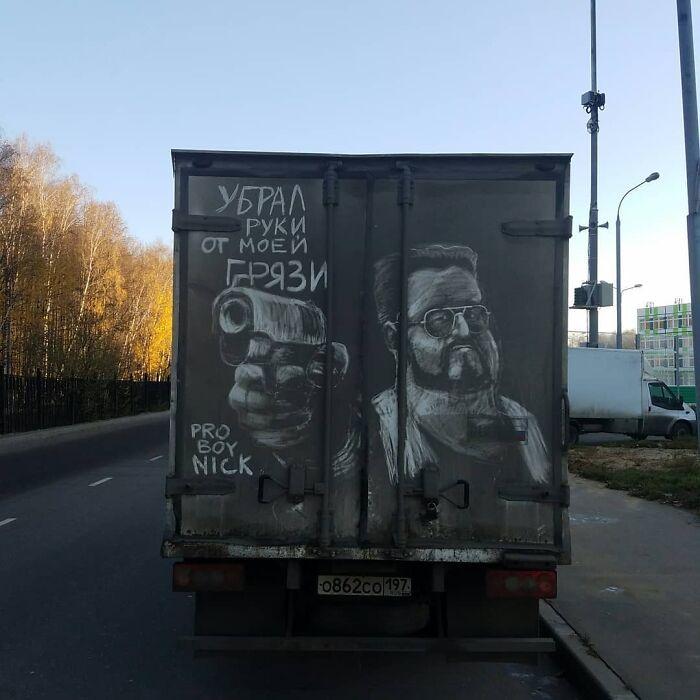 Donos de caminhões sujos encontram desenhos incríveis em seus veículos deixados por este artista 24