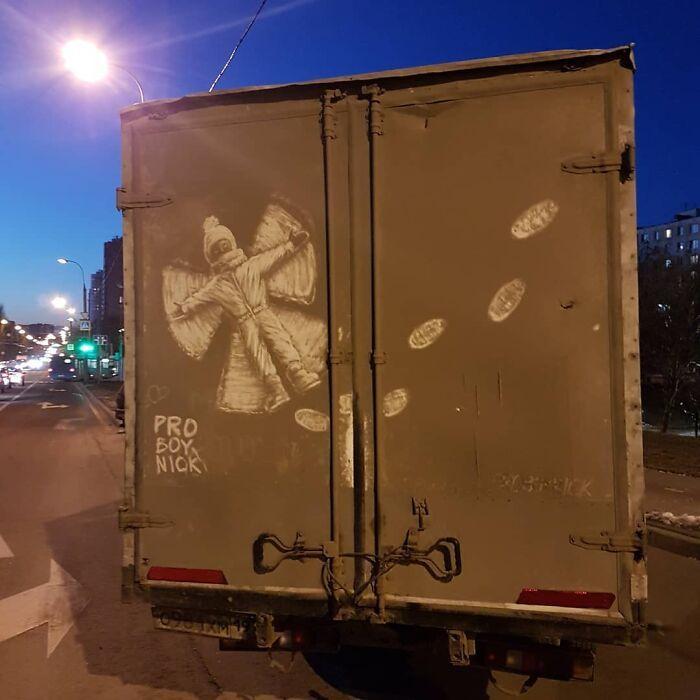 Donos de caminhões sujos encontram desenhos incríveis em seus veículos deixados por este artista 29