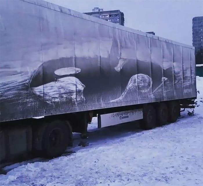 Donos de caminhões sujos encontram desenhos incríveis em seus veículos deixados por este artista 33