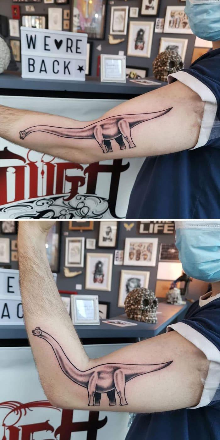 38 tatuagens impressionantes de movimento que se transformam quando as pessoas dobram seus corpos 5