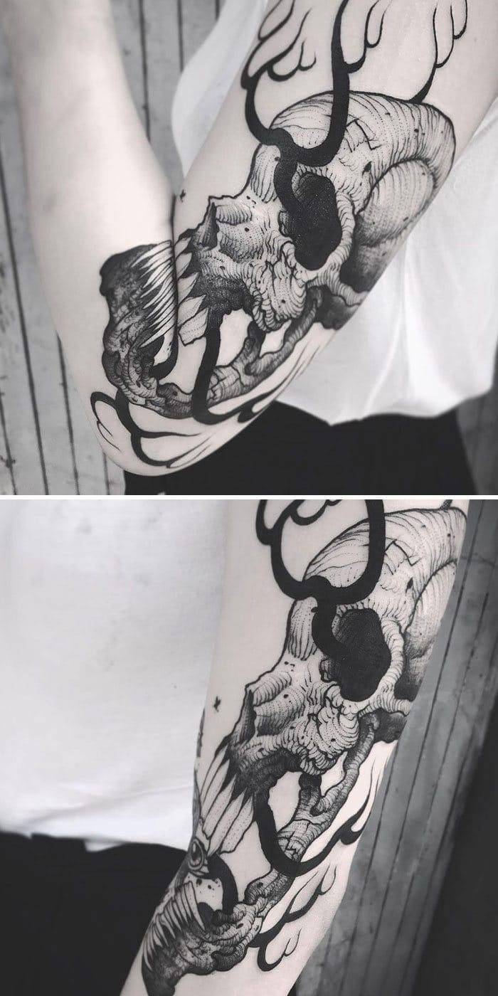 38 tatuagens impressionantes de movimento que se transformam quando as pessoas dobram seus corpos 19