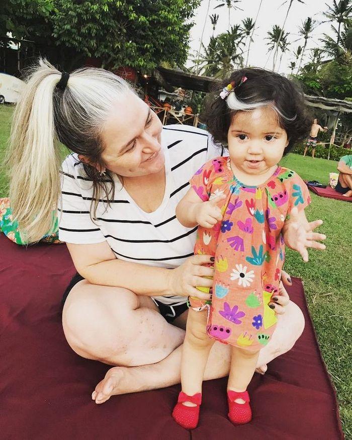 A bebê que nasceu com cabelo grisalhos é a prova de que nossos defeitos nos tornam mais bonitos 6