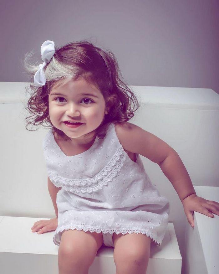 A bebê que nasceu com cabelo grisalhos é a prova de que nossos defeitos nos tornam mais bonitos 9