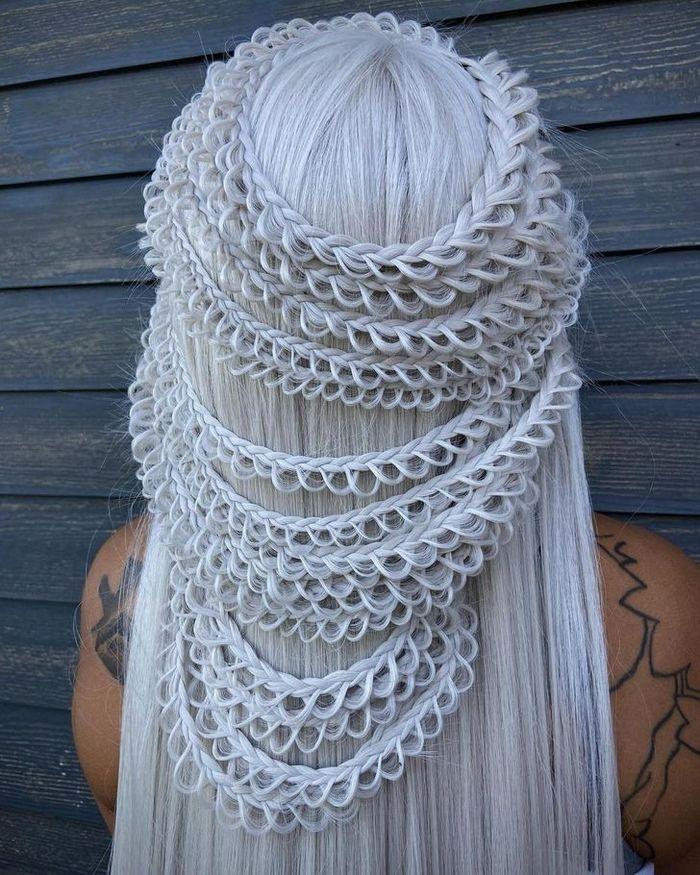 Um cabeleireiro cria penteados incríveis que se tornam virais em um piscar de olhos 25