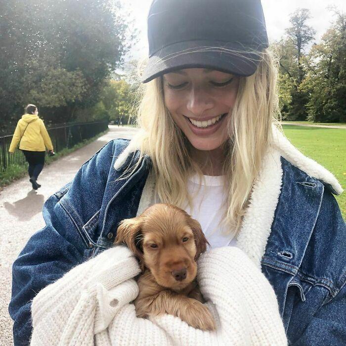 38 celebridades que são verdadeiros amantes de cães 13