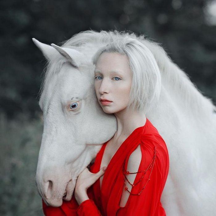 Fotógrafa retratam a forte ligação entre humanos e animais 14