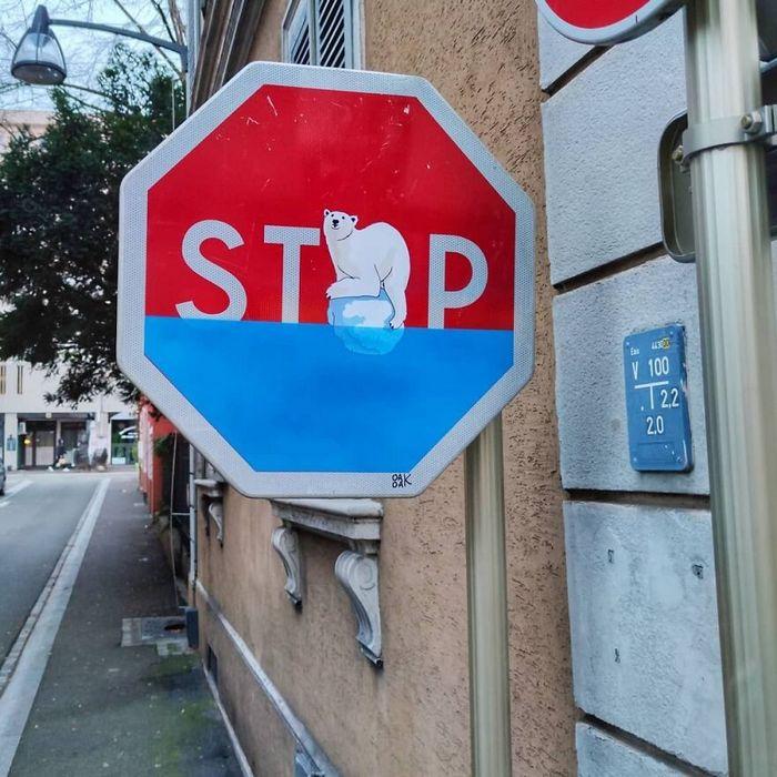 Artista francês cria arte humorística nas ruas de Paris 5