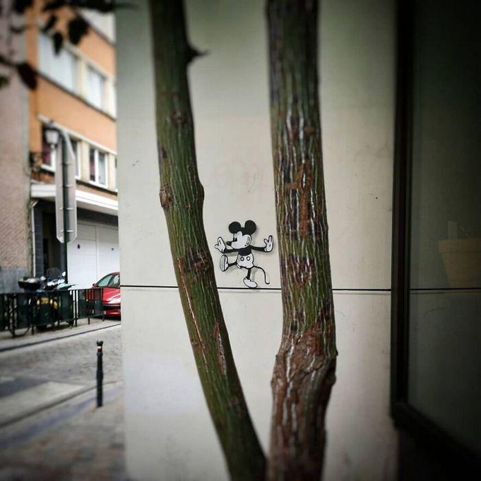 Artista francês cria arte humorística nas ruas de Paris 23