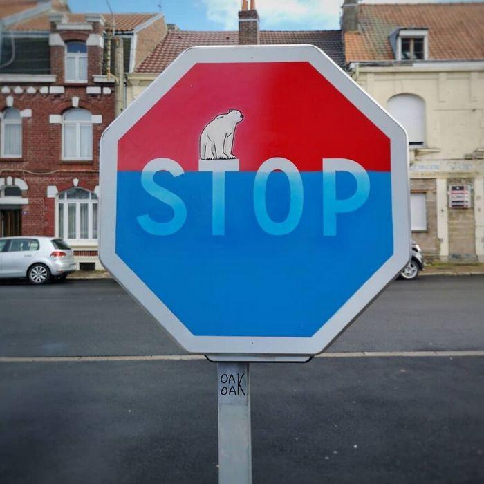 Artista francês cria arte humorística nas ruas de Paris 26