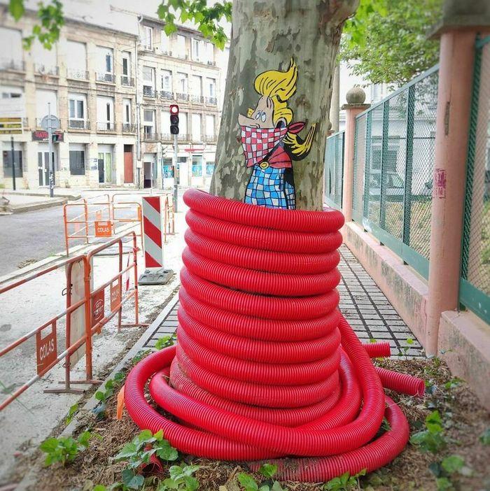Artista francês cria arte humorística nas ruas de Paris 33
