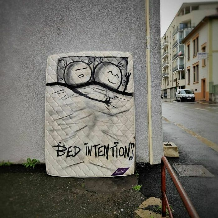 Artista francês cria arte humorística nas ruas de Paris 38