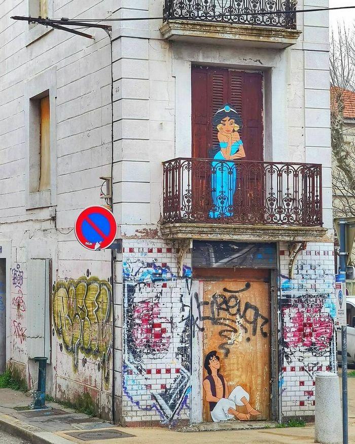 Artista francês cria arte humorística nas ruas de Paris 43