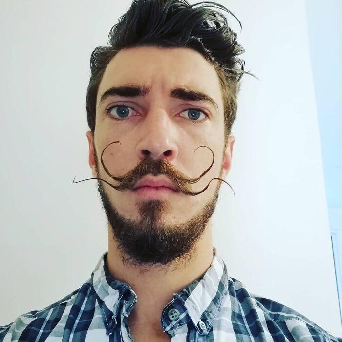 38 homens que pensaram que um bigode duplo era uma boa ideia 3