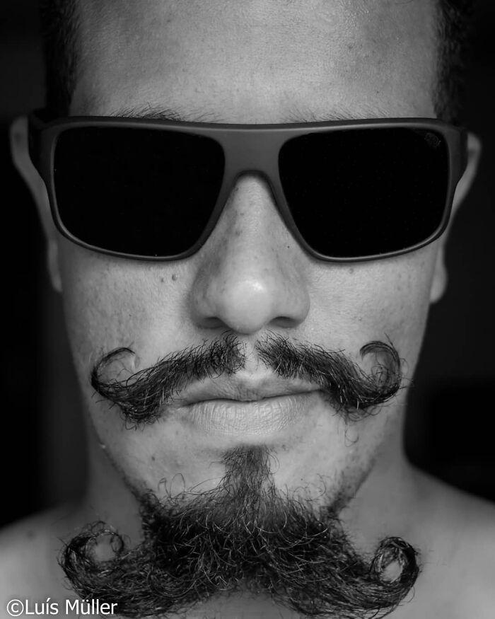 38 homens que pensaram que um bigode duplo era uma boa ideia 10