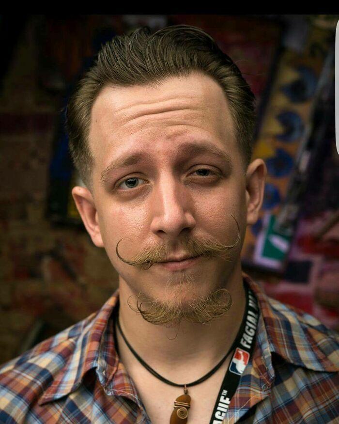 38 homens que pensaram que um bigode duplo era uma boa ideia 11