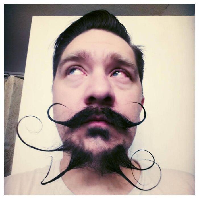 38 homens que pensaram que um bigode duplo era uma boa ideia 14