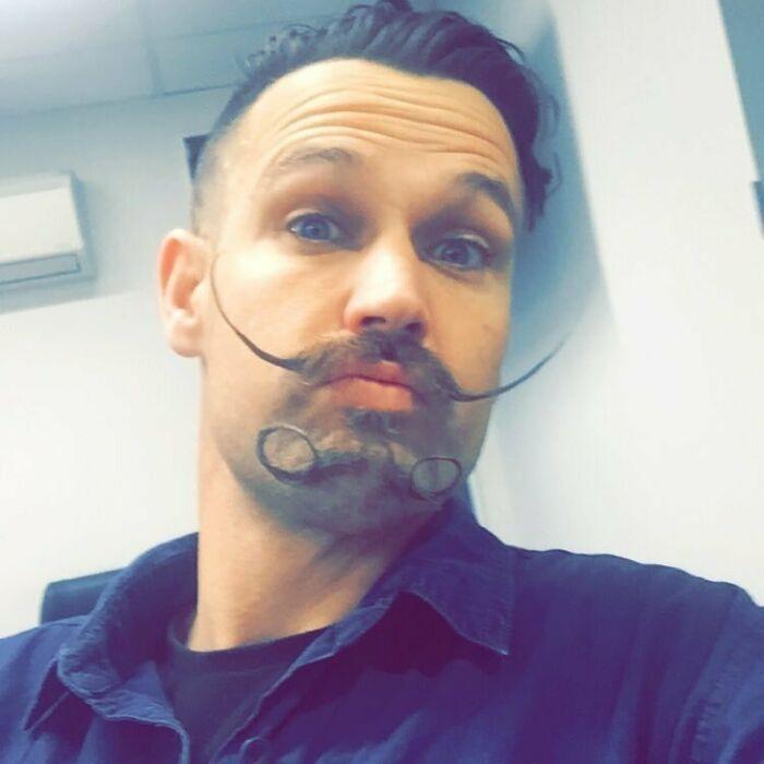 38 homens que pensaram que um bigode duplo era uma boa ideia 15