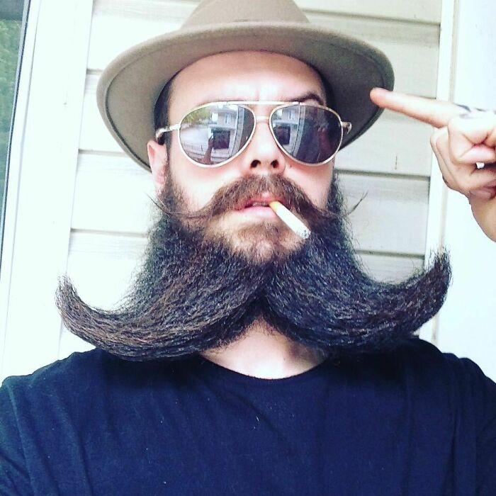 38 homens que pensaram que um bigode duplo era uma boa ideia 16