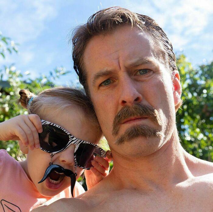 38 homens que pensaram que um bigode duplo era uma boa ideia 17