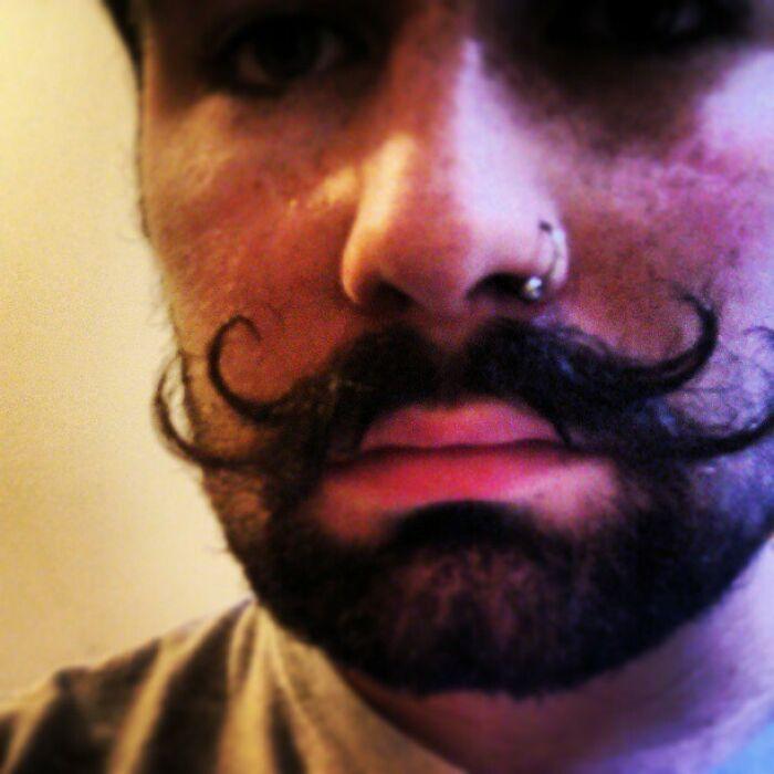 38 homens que pensaram que um bigode duplo era uma boa ideia 18