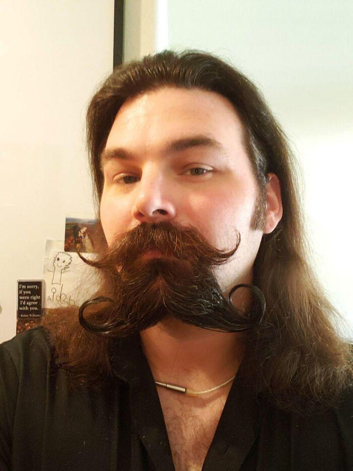 38 homens que pensaram que um bigode duplo era uma boa ideia 21