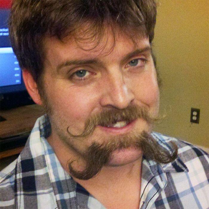 38 homens que pensaram que um bigode duplo era uma boa ideia 22