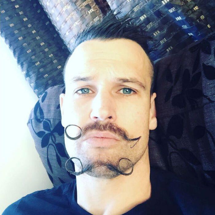 38 homens que pensaram que um bigode duplo era uma boa ideia 24