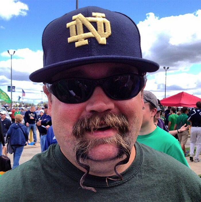 38 homens que pensaram que um bigode duplo era uma boa ideia 30