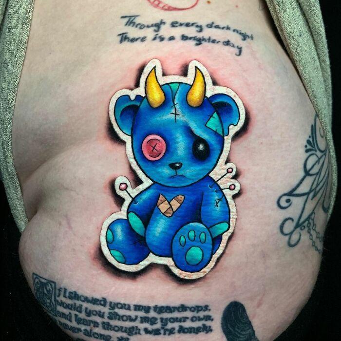 Tatuador cria tatuagens em adesivos que parecem reais (54 fotos) 30