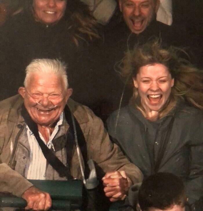 45 fotos hilárias de pessoas que se divertiram além da conta na montanha-russa 11