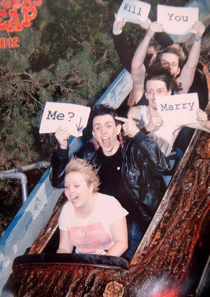 45 fotos hilárias de pessoas que se divertiram além da conta na montanha-russa 13