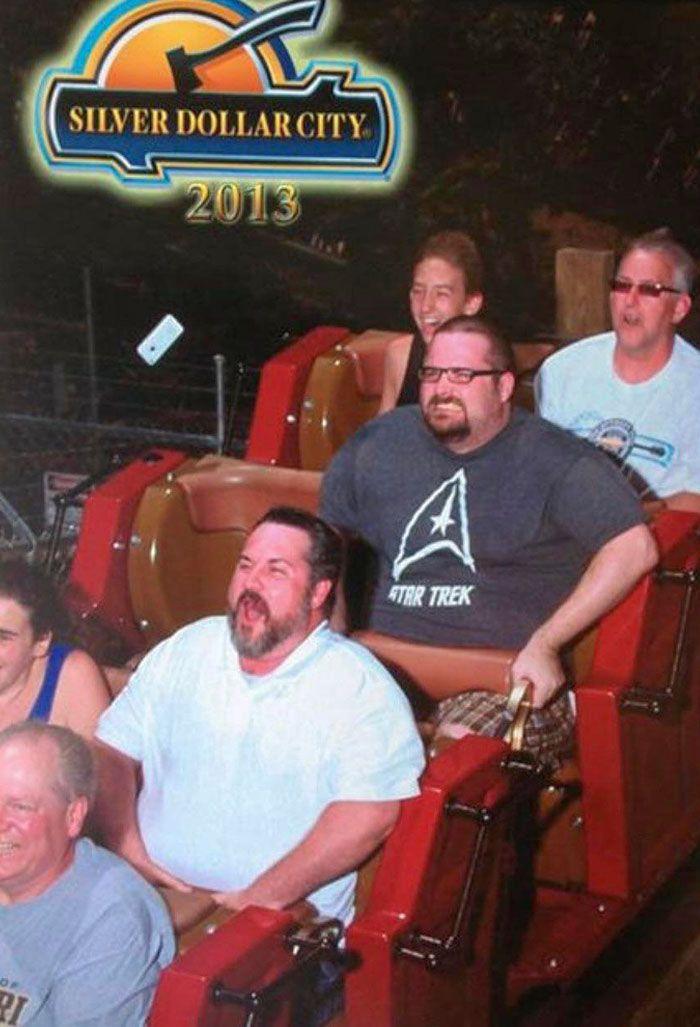 45 fotos hilárias de pessoas que se divertiram além da conta na montanha-russa 36